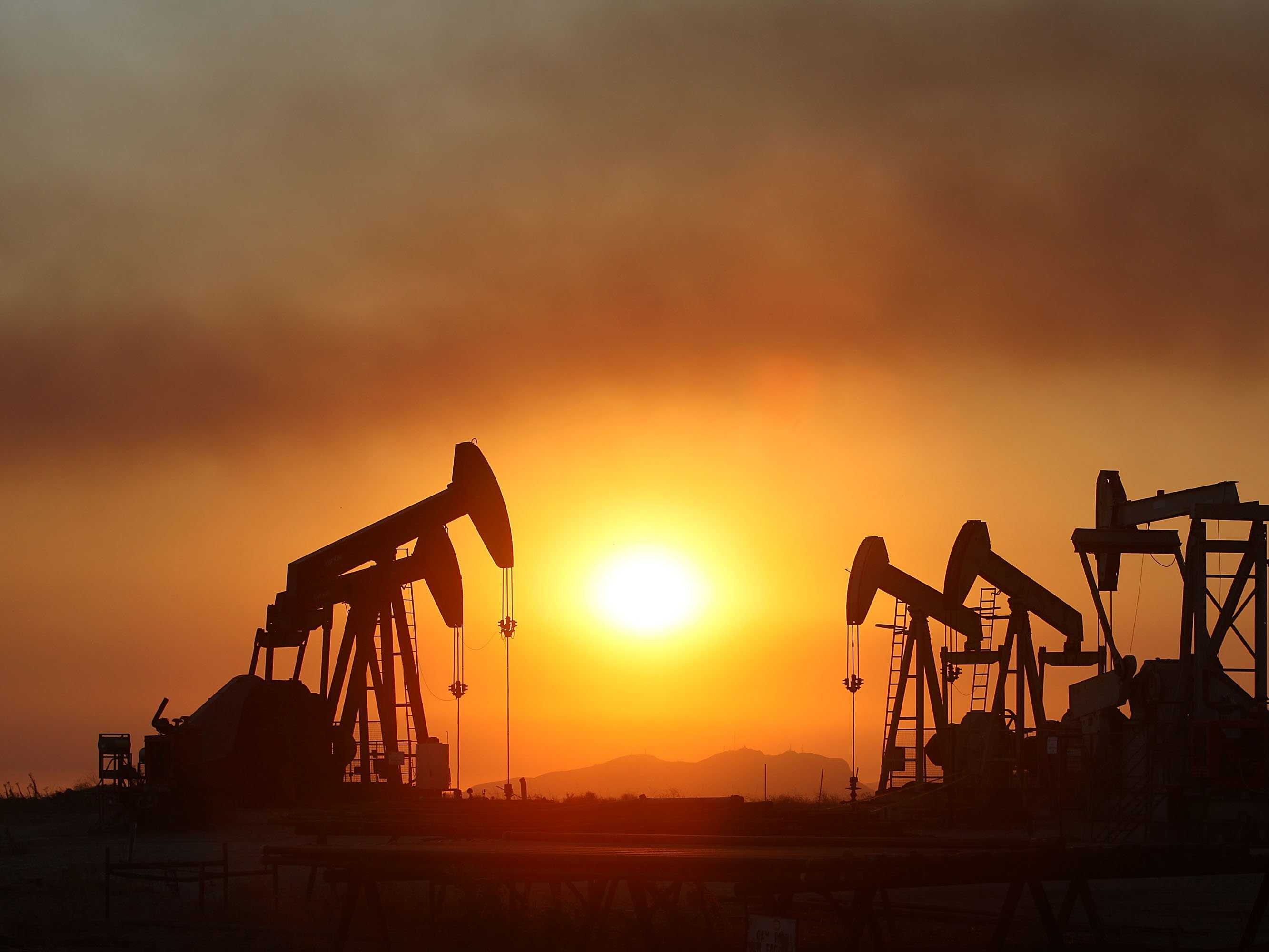 How does a falling oil price affect exchange rates?
